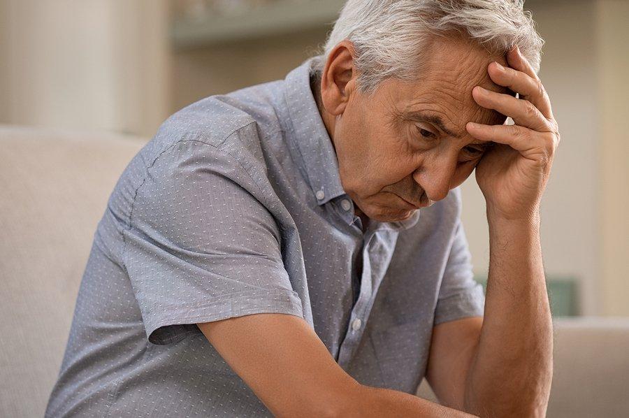 Älterer Mann verzweifelt